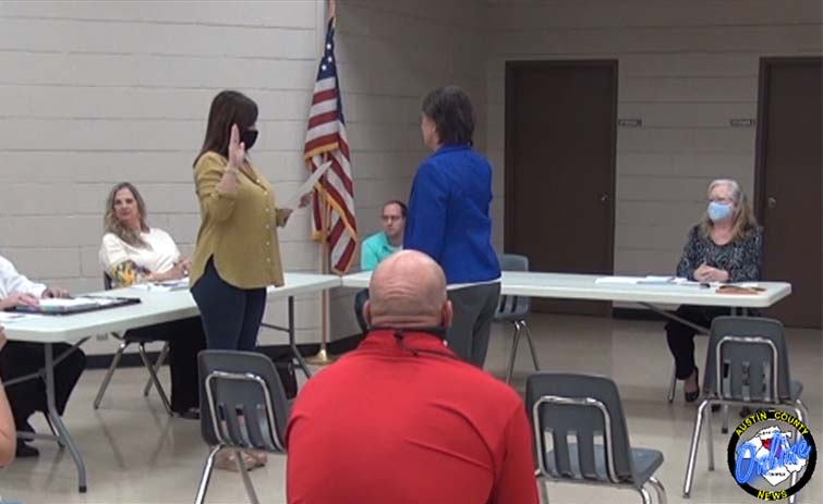 Bilski Assumes Role As Sealy Mayor After Swearing In [VIDEO]
